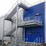 Escalier d'accès toiture avec palier intermédiaire pour accès issue de secours Escalier de quai issue de secours 6 UP